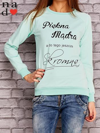 Miętowa bluza z napisem PIĘKNA MĄDRA A DO TEGO JESZCZE SKROMNA                                  zdj.                                  1