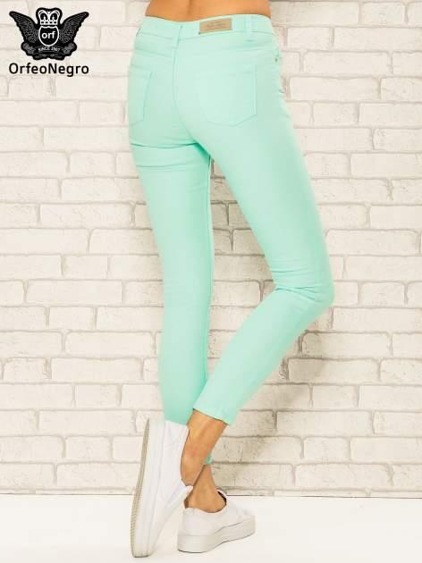 Miętowe spodnie rurki skinny z kieszeniami                                  zdj.                                  4