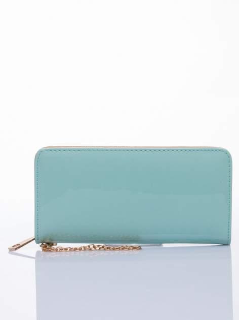 Miętowy lakierowany portfel z odpinanym złotym łańcuszkiem                                  zdj.                                  1