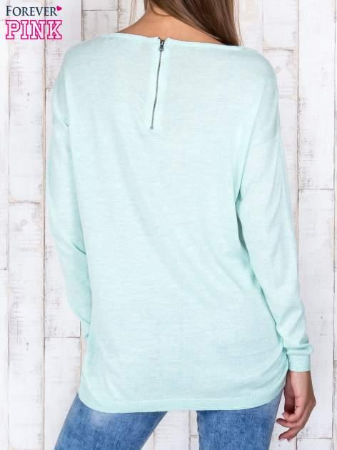 Miętowy nietoperzowy sweter oversize z dłuższym tyłem                                  zdj.                                  4