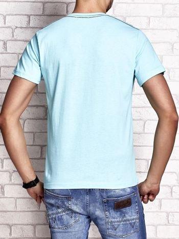 Miętowy t-shirt męski z napisem BROOKLYN ATHLETIC UNIVERSITY                                  zdj.                                  2
