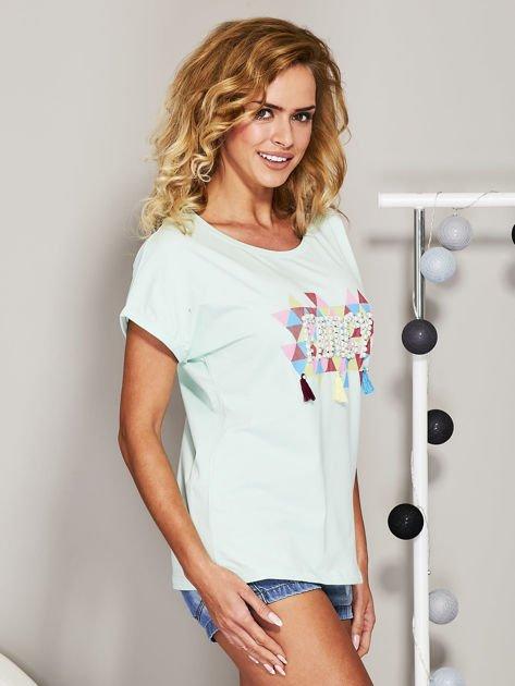Miętowy t-shirt z koralikową aplikacją                              zdj.                              3