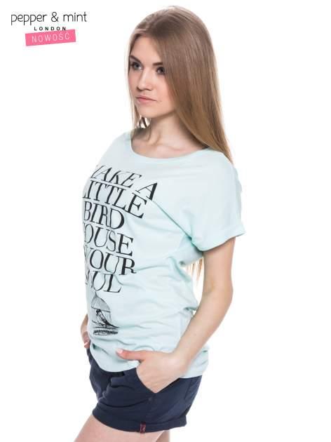 Miętowy t-shirt z nadrukiem ptaszka w klatce                                  zdj.                                  3