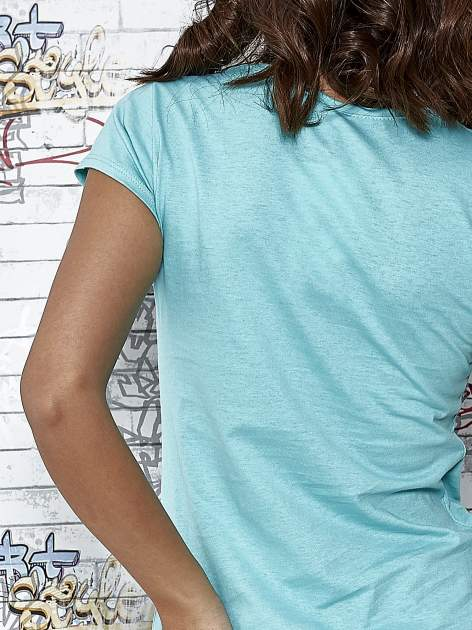 Miętowy t-shirt z napisem BARBIE WANTS TO BE ME                                  zdj.                                  5