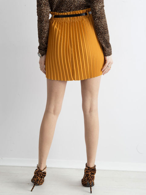 Musztardowa plisowana spódnica z paskiem                              zdj.                              2