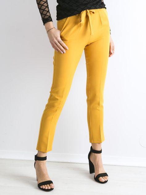 Musztardowe spodnie z wiązaniem                               zdj.                              1