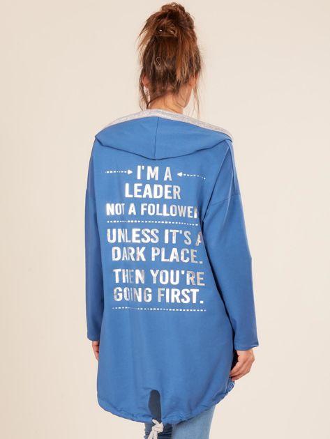 Niebieska bluza z kapturem i napisem z tyłu                              zdj.                              2