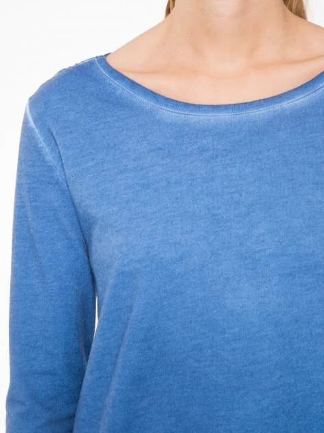 Niebieska bluza z koronkową wstawką na plecach                                  zdj.                                  5
