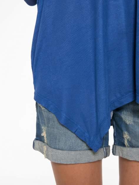 Niebieska bluzka z asymetrycznym cięciem na dole                                  zdj.                                  9