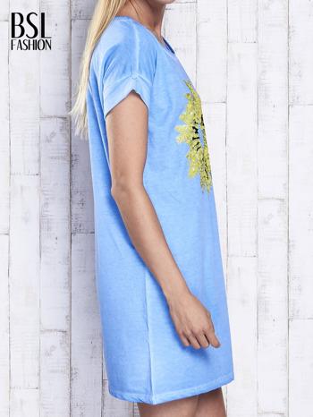 Niebieska dekatyzowana sukienka z cekinowym słonecznikiem                                  zdj.                                  3