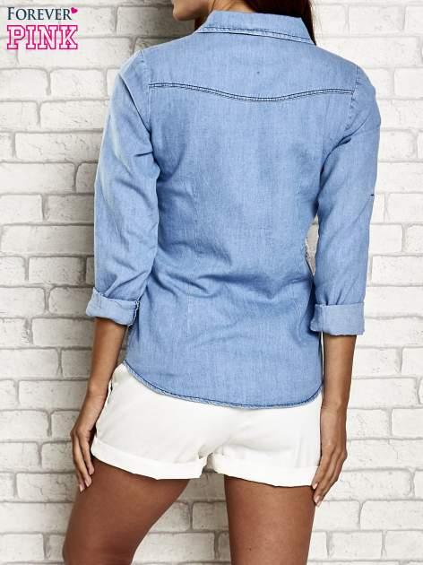 Niebieska denimowa koszula z aplikacją z cekinów                                  zdj.                                  2