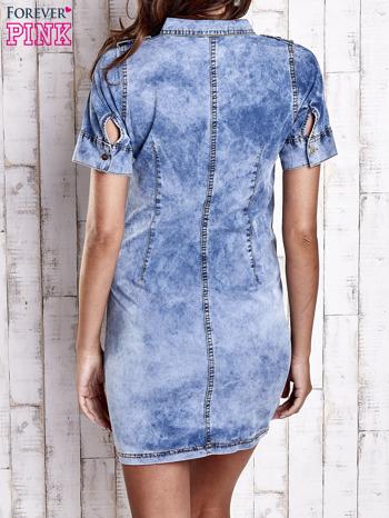 Niebieska denimowa sukienka z dekoltem na guziki                                  zdj.                                  4