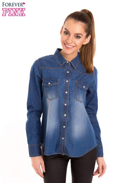 Niebieska jeansowa koszula z przetarciami