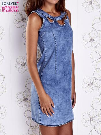 Niebieska jeansowa sukienka z wycięciami                                  zdj.                                  4