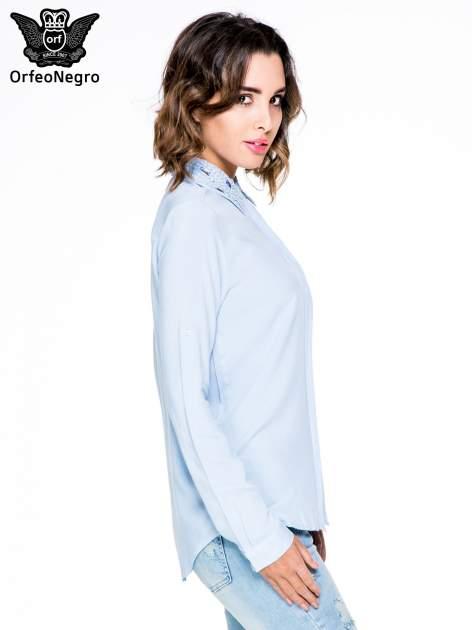 Niebieska koszula z biżuteryjnym kołnierzykiem                                  zdj.                                  3