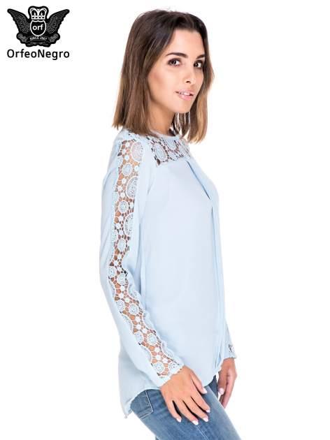 Niebieska koszula z gipiurą                                  zdj.                                  3