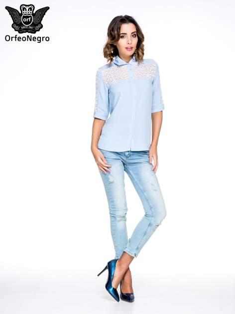 Niebieska koszula z rękawem do łokcia i koronką                                  zdj.                                  2