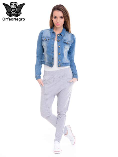 Niebieska kurtka jeansowa damska z efektem gniecenia                                  zdj.                                  2