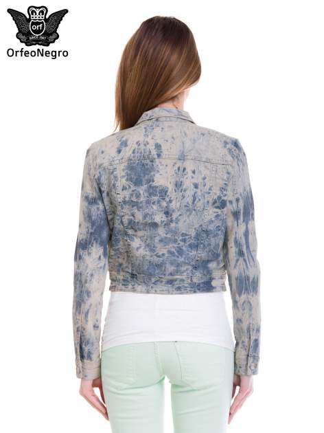 Niebieska kurtka jeansowa damska z efektem tie-dye                                  zdj.                                  4