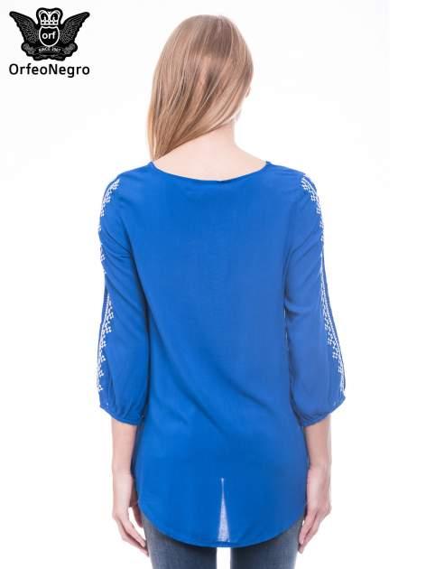 Niebieska luźna koszula z haftem                                  zdj.                                  4