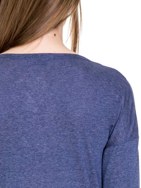 Niebieska melanżowa bawełniana bluzka z dekoltem typu woda                                  zdj.                                  7