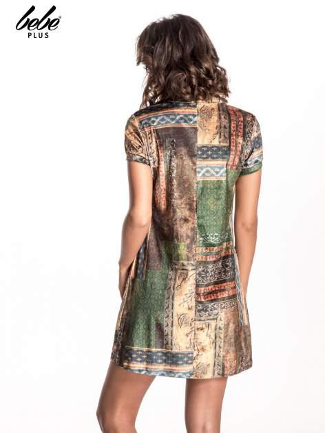 Niebieska mini sukienka w patchworkowy wzór                                  zdj.                                  3