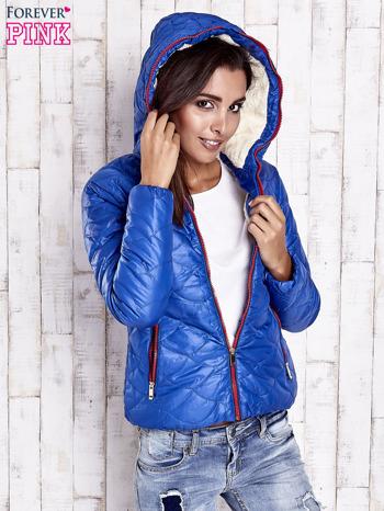 Niebieska pikowana kurtka z futrzanym ociepleniem                                   zdj.                                  5