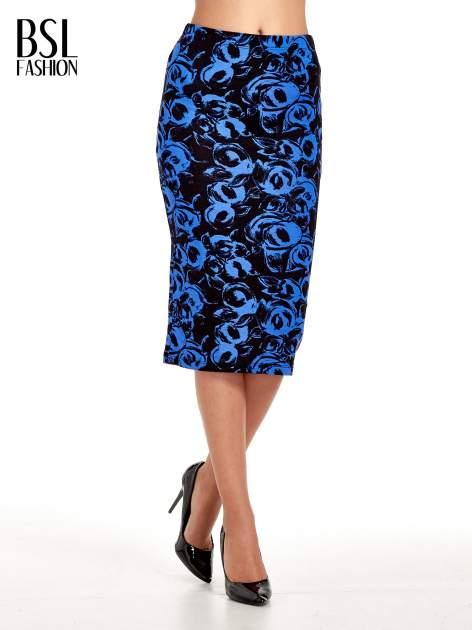 Niebieska spódnica ołówkowa w róże