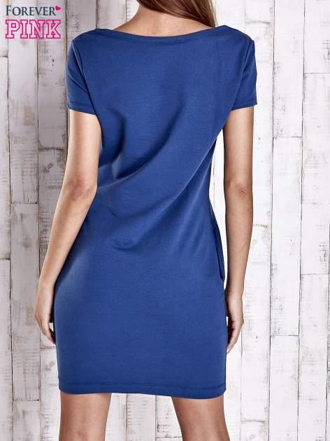 Niebieska sukienka dresowa z kieszeniami                                  zdj.                                  4