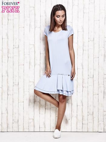 Niebieska sukienka dresowa z ozdobną falbaną                                  zdj.                                  2