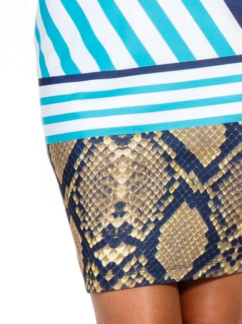Niebieska sukienka z  wiązaniem przy dekolcie i nadrukiem skóry węża                                  zdj.                                  6