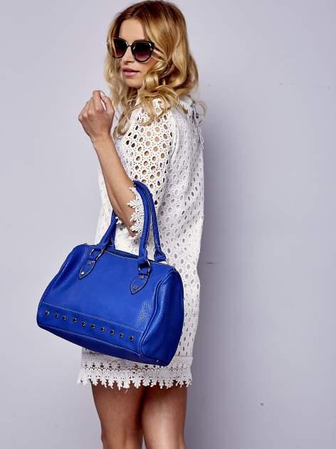 Niebieska torba bowling ze złotymi dżetami