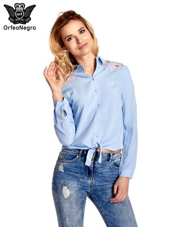 Niebieska wiązana koszula z aplikacjami na ramionach                                  zdj.                                  1