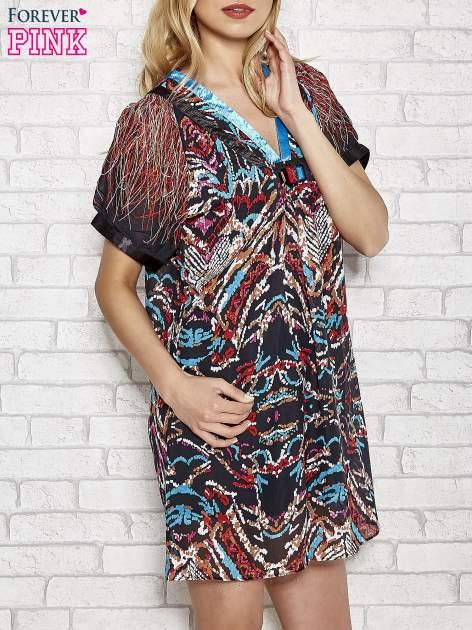 Niebieska wzorzysta sukienka z kamieniami                                  zdj.                                  3