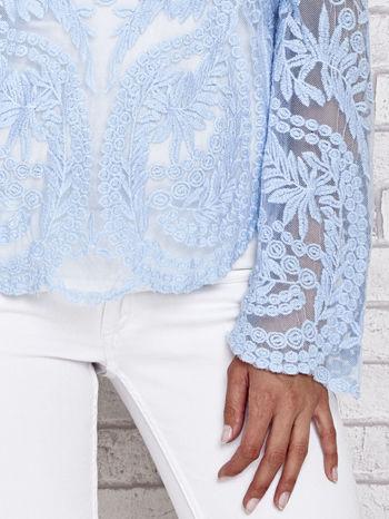 Niebieski ażurowy sweterk mgiełka z rozszerzanymi rękawami                                  zdj.                                  5