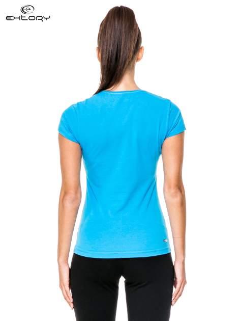 Niebieski damski t-shirt sportowy z dżetami                                  zdj.                                  4
