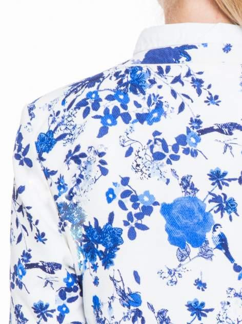 Niebieski kwiatowy żakiet chanelka zapinany na haczyk                                  zdj.                                  7
