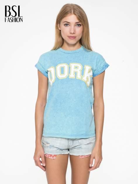 Niebieski marmurkowy t-shirt z nadrukiem DORK