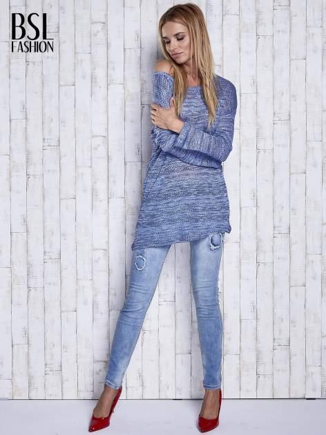 Niebieski melanżowy sweter z łezką na plecach                                  zdj.                                  2