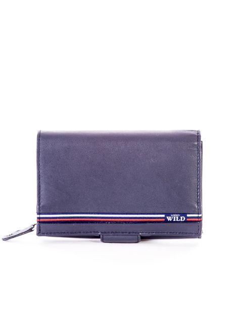 Niebieski skórzany portfel z zapięciem