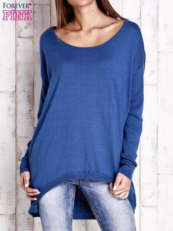 Niebieski sweter oversize z dekoltem w łódkę                                  zdj.                                  1