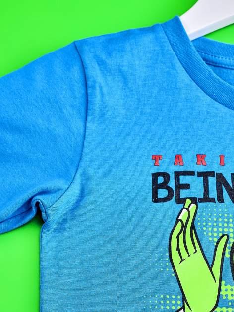 Niebieski t-shirt chłopięcy z nadrukiem MUPPETY                                  zdj.                                  3