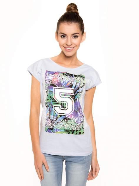 Niebieski t-shirt hipster z numerkiem                                  zdj.                                  2