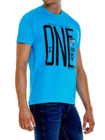 Niebieski t-shirt męski z nadrukiem i napisem ONE                                  zdj.                                  3