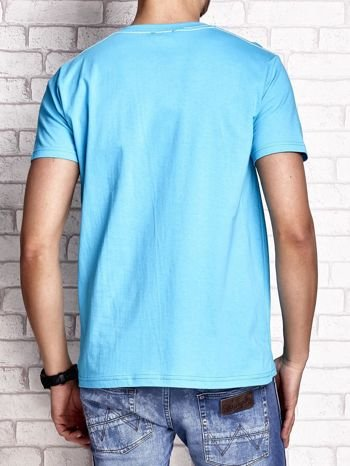 Niebieski t-shirt męski z nadrukiem mostu i napisem CALIFORNIA 66                                  zdj.                                  2