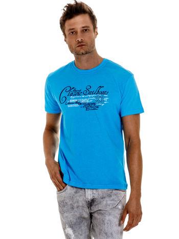 Niebieski t-shirt męski z napisami i liczbą 83                                  zdj.                                  1