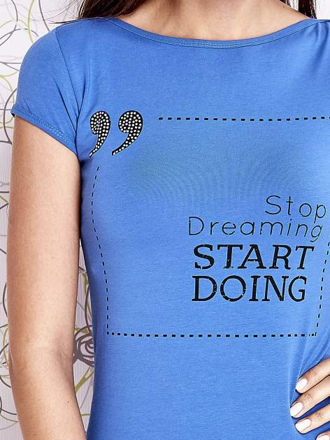 Niebieski t-shirt z napisem STOP DREAMING START DOING                                  zdj.                                  5
