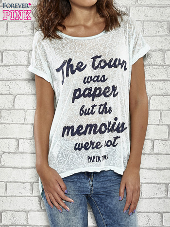 Niebieski t-shirt z napisem THE TOWN WAS PAPER BUT THE MEMORIES WERE NOT PAPER TOWNS                                  zdj.                                  1