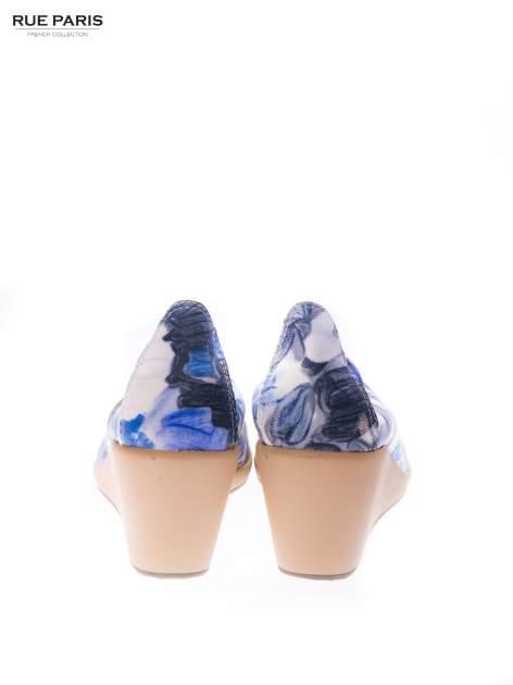 Niebieskie buty dual material Florist w kwiatowy wzór na gumowym koturnie                                  zdj.                                  3