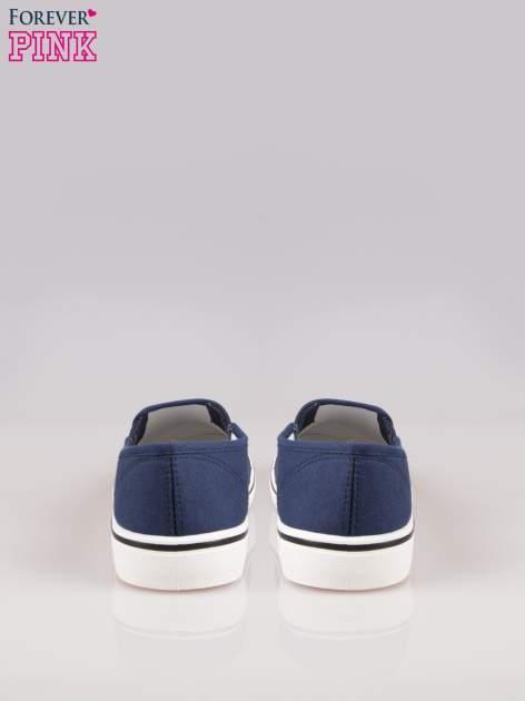 Niebieskie buty slip on na białej podeszwie                                  zdj.                                  3